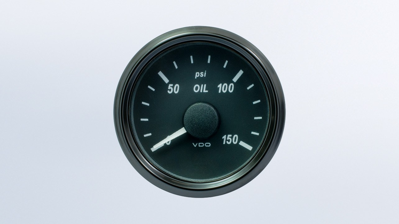 SingleViu  52mm 150psi oil pressure gauge. 0-180 ohm sender required. Retail pack with harness