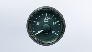 SingleViu  52mm J1939 voltmeter for 24V systems. Retail pack with harness