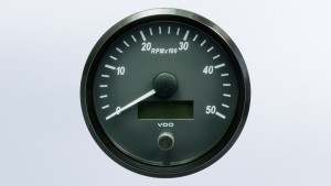 SingleViu  100mm J1939 5000RPM tachometer.  Retail pack with harness