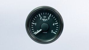 SingleViu  52mm 5bar oil pressure gauge. 0-180 ohm sender required. Retail pack with harness