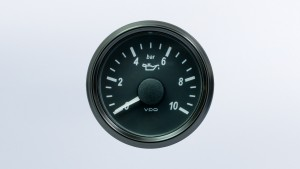 SingleViu  52mm 10bar oil pressure gauge.  0-180 ohm sender required. Retail pack with harness