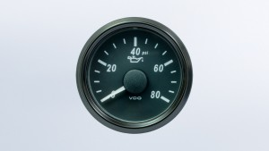 SingleViu  52mm J1939 9-psi oil pressure gauge. Retail pack with harness