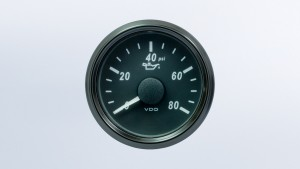 SingleViu 2 1/16in (52mm) 80psi oil pressure gauge.